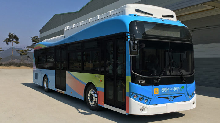 Electric Bus with Swapping System